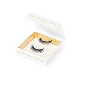 IN BOX Luxury Silk EyeLashes Adhesive Included